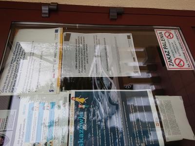 Plakat w szkole w Buczu